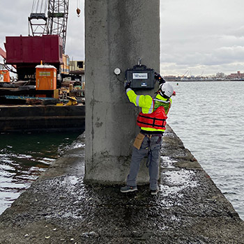 Automated vibration monitor on pier