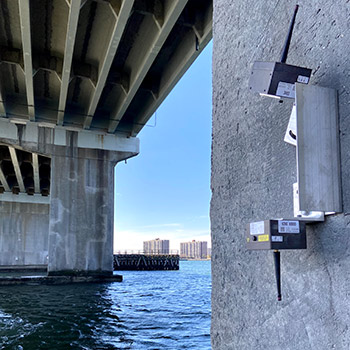 Laser displacement sensor on bridge pier