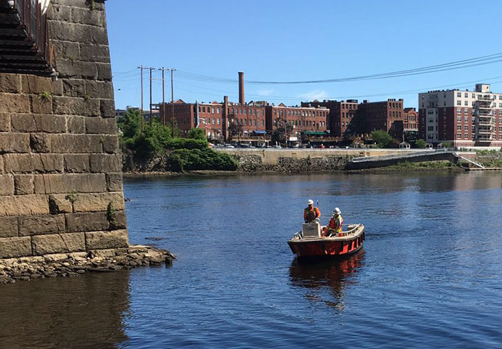 boat-merrimack-bridge